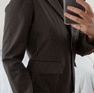 Penstrip jacket that fits with any wardrobe